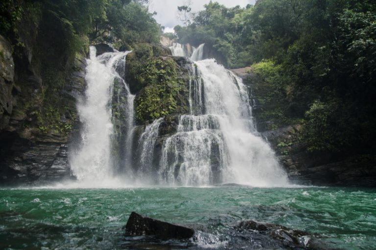 Picture of a Costa Rica waterfall.